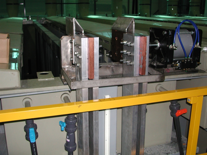 Pneumatic Contact For Anodic Bars